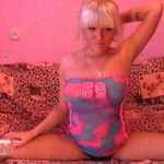 Blonde cam girl FlexibleGirl19 doing the splits on her adult cam